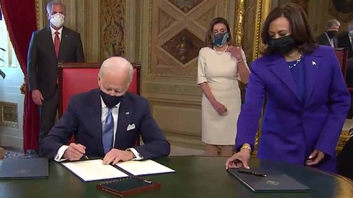 Президент США Джо Байден принял первые решения