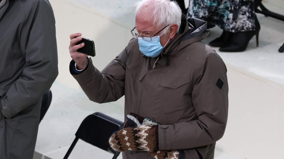 Перчатки сенатора Берни Сандерса взорвали сеть фото