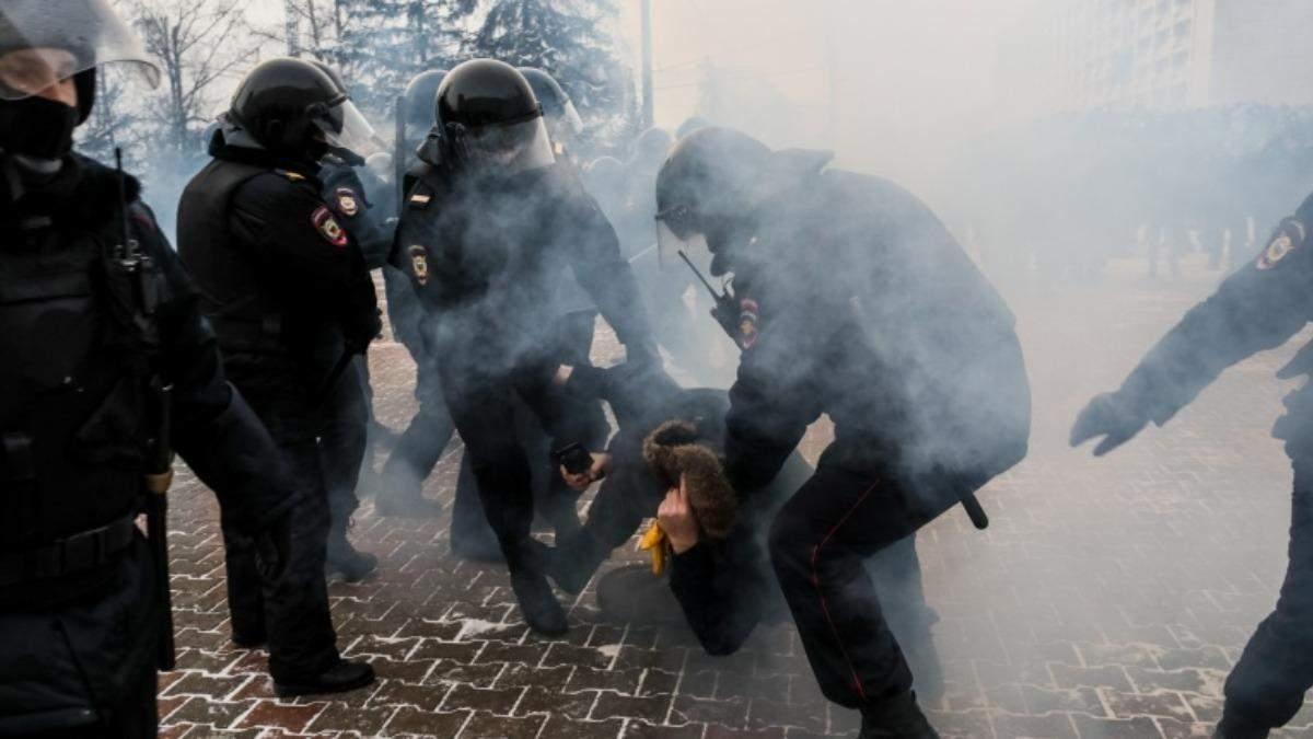 Затримання дитини на протестах за Навального: у Росії виправдовуються