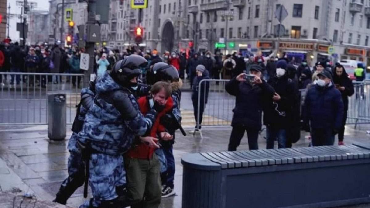 У Москві силовики б'ють протестувальників – фото, відео 18+