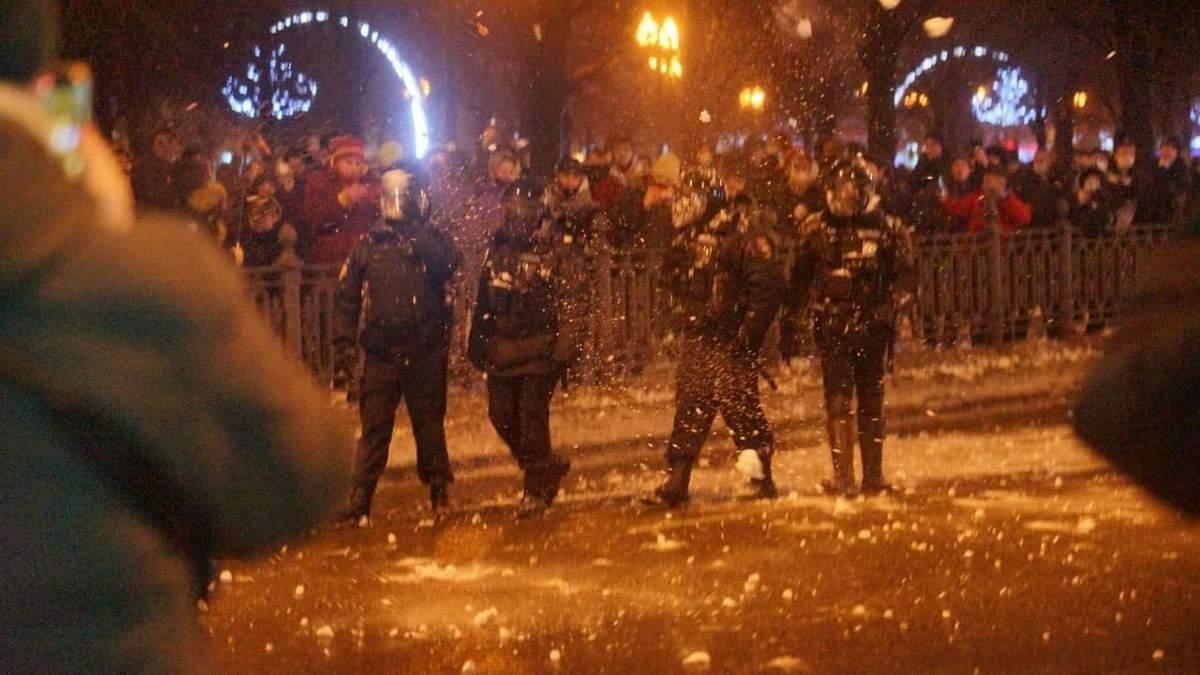 Протести за Навального в Москві перетворилися на снігові побоїща: постраждала машина ФСБ – відео