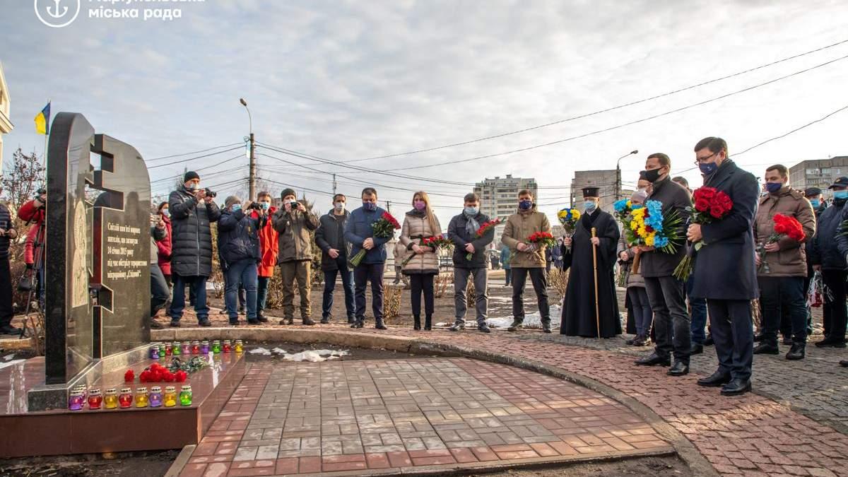 В Маріуполі вшанували пам'ять жертв обстрілу у січні 2015 року: фото