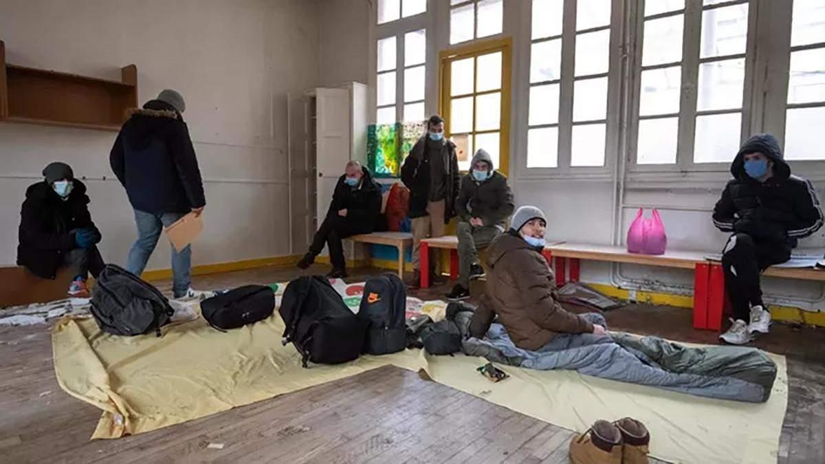 У Парижі 300 мігрантів зайняли будівлю колишнього дитсадка: що вимагають