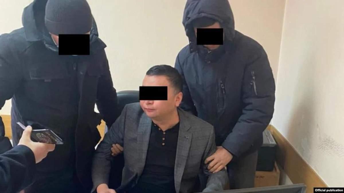 В Кыргызстане задержали за взятку главу пресс службы президента