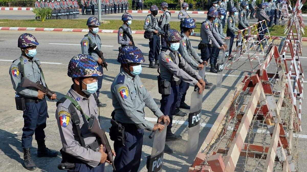 Військовий переворот у М'янмі: в країні на рік оголосили надзвичайний стан