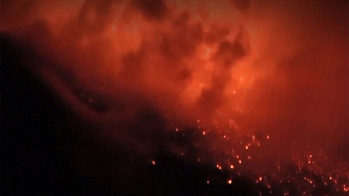 Виверження вулкану Етна у Італії 30 січня 2021: відео