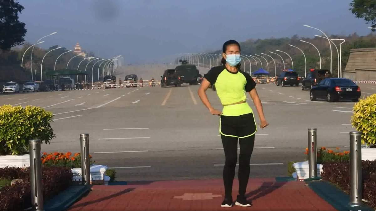 Начало военного переворота в Мьянме попало на видео танцев учительницы физкультуры