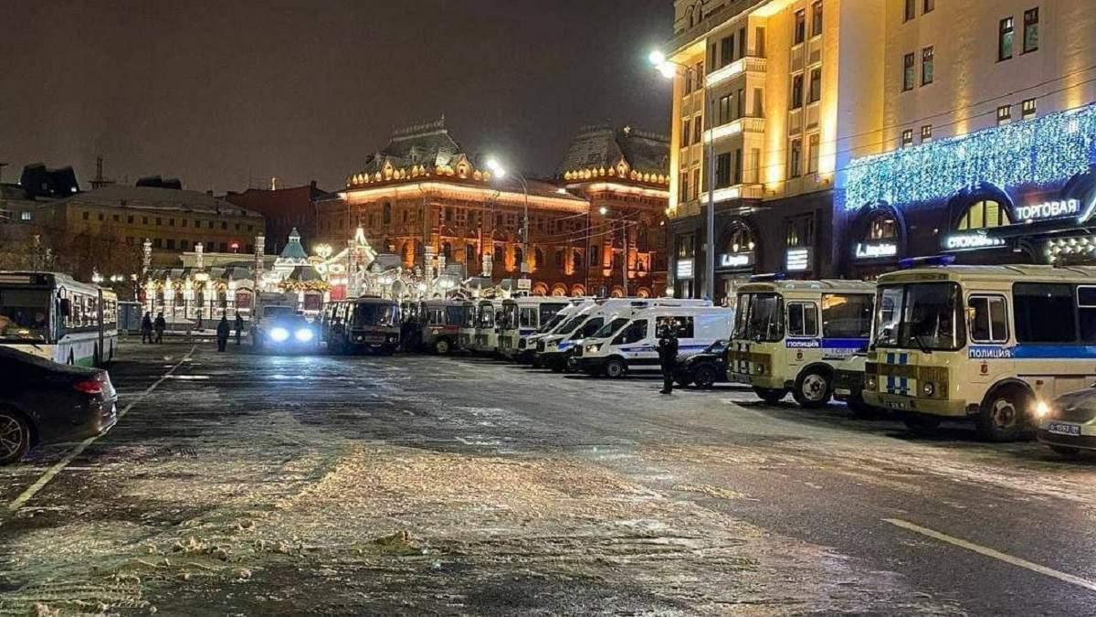 Навального отправили в тюрьму: его штаб зовет людей на протест
