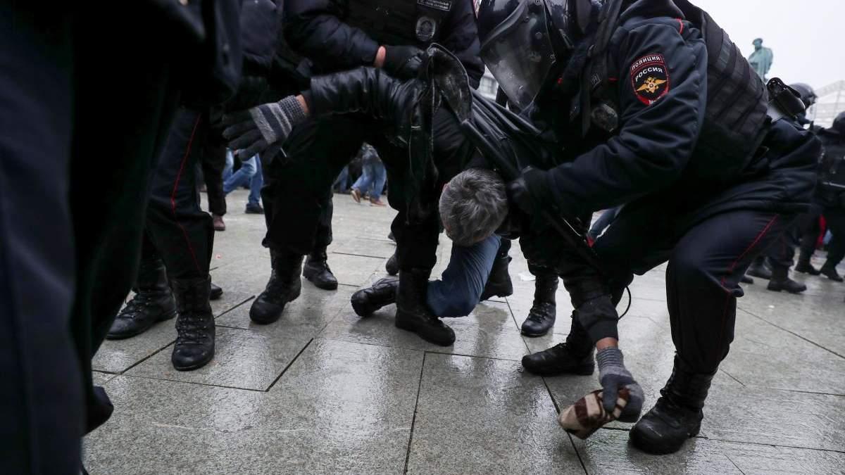Протесты в России 2.02.2021: людей начал задерживать ОМОН