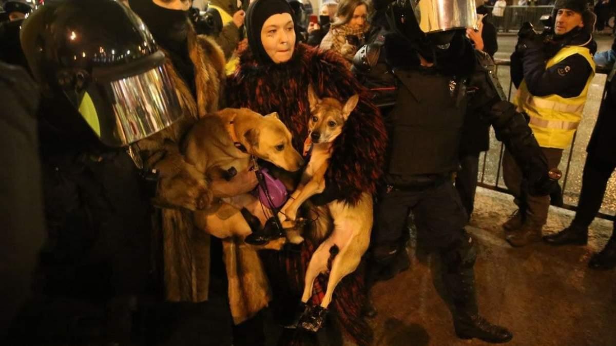 В Санкт-Петербурге 02.02.2021 в автозак посадили собак и их владельцев