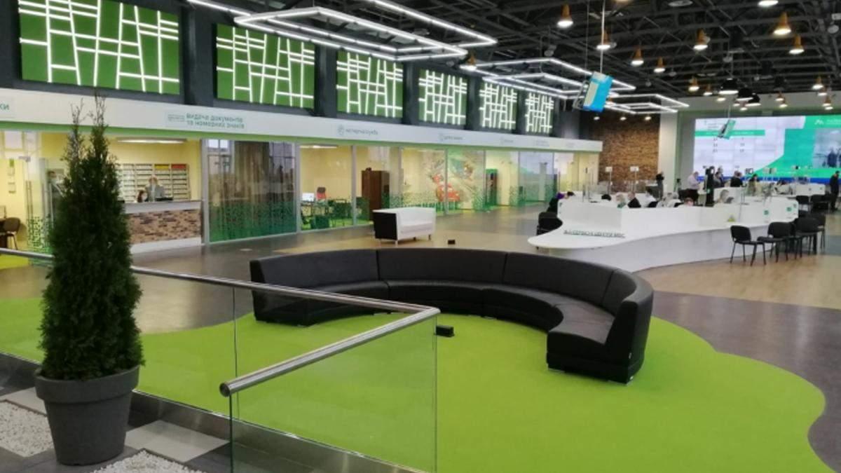У Києві відкрили оновлений сервісний центр МВС: фото