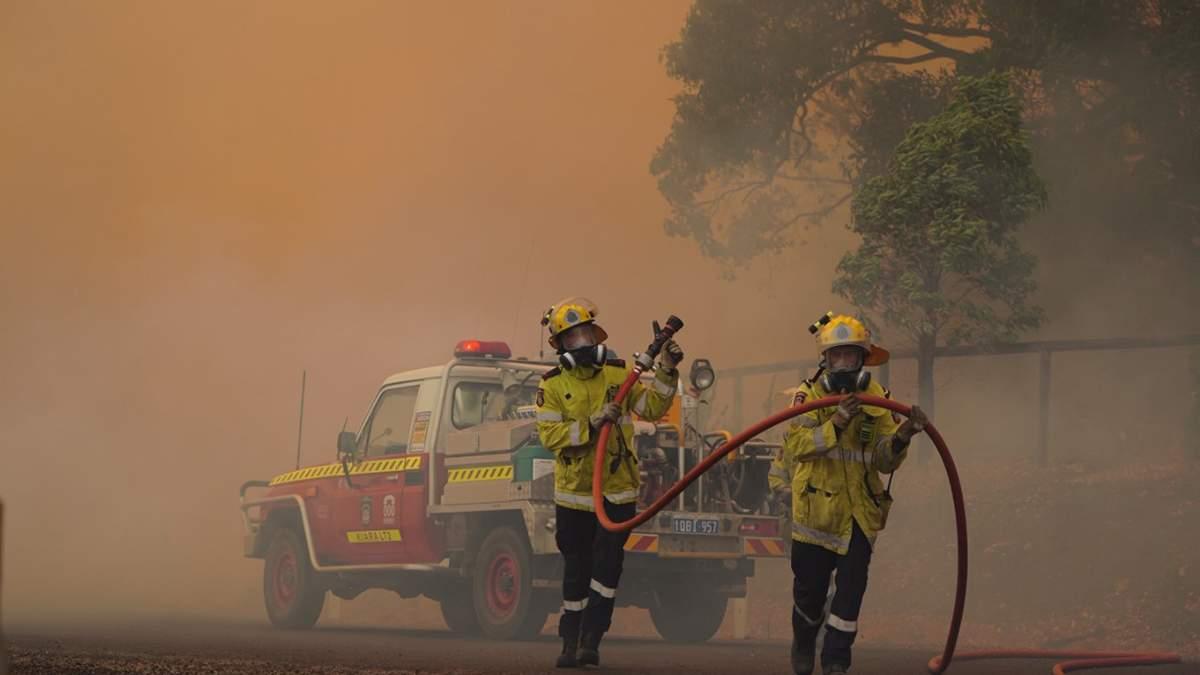 Лісові пожежі в Австралії вирують біля найбільшого міста