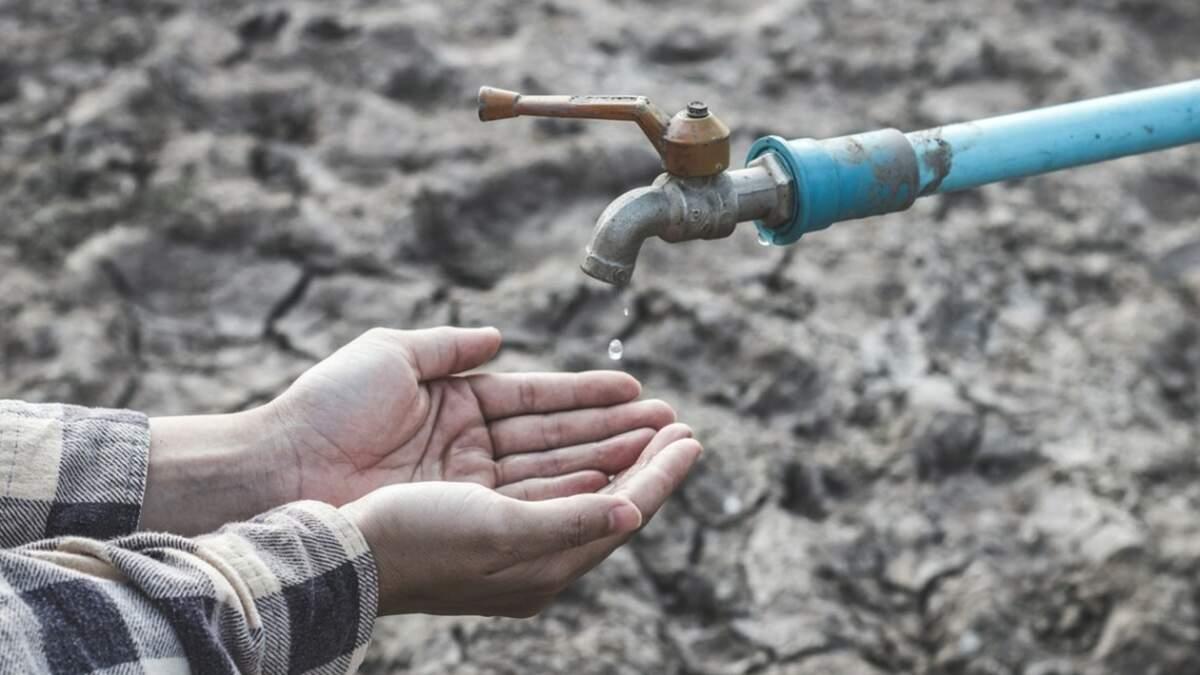 У кримськотатарських районах Сімферополя понад тижня немає води