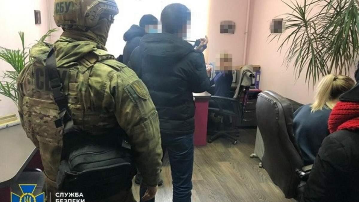 СБУ викрила шахраїв, які підробляли паспорти Євросоюзу