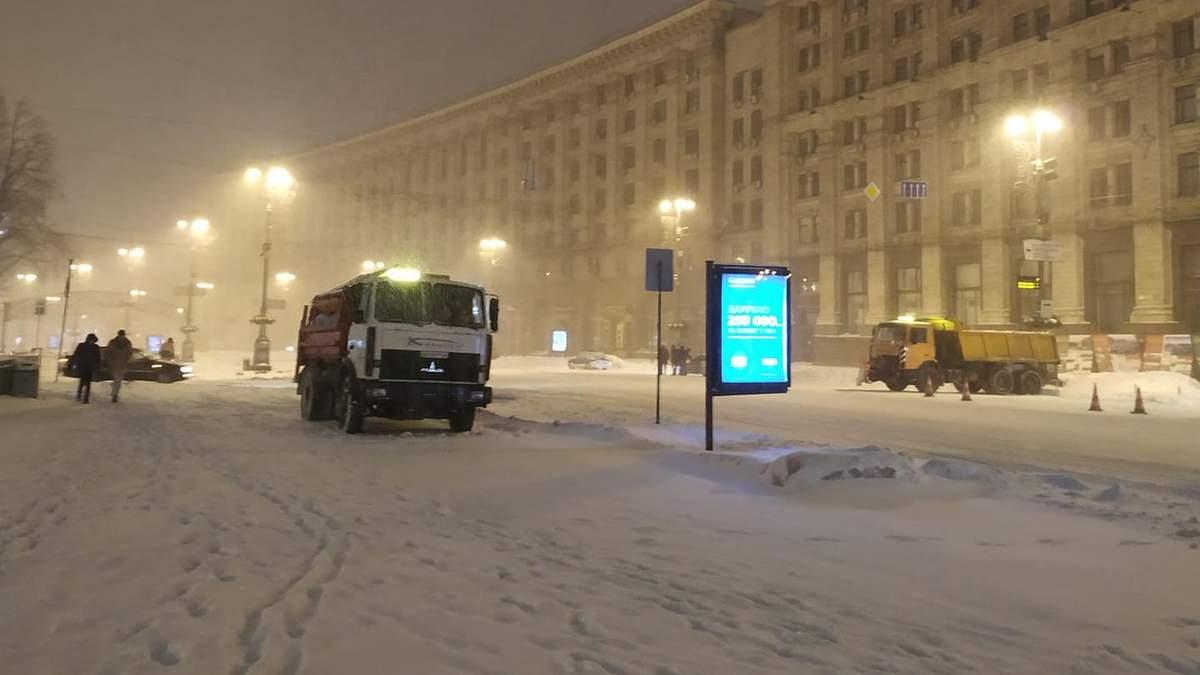 Что украинцы думают о сильных снегопадах и реакции властей на непогоду: результаты опроса