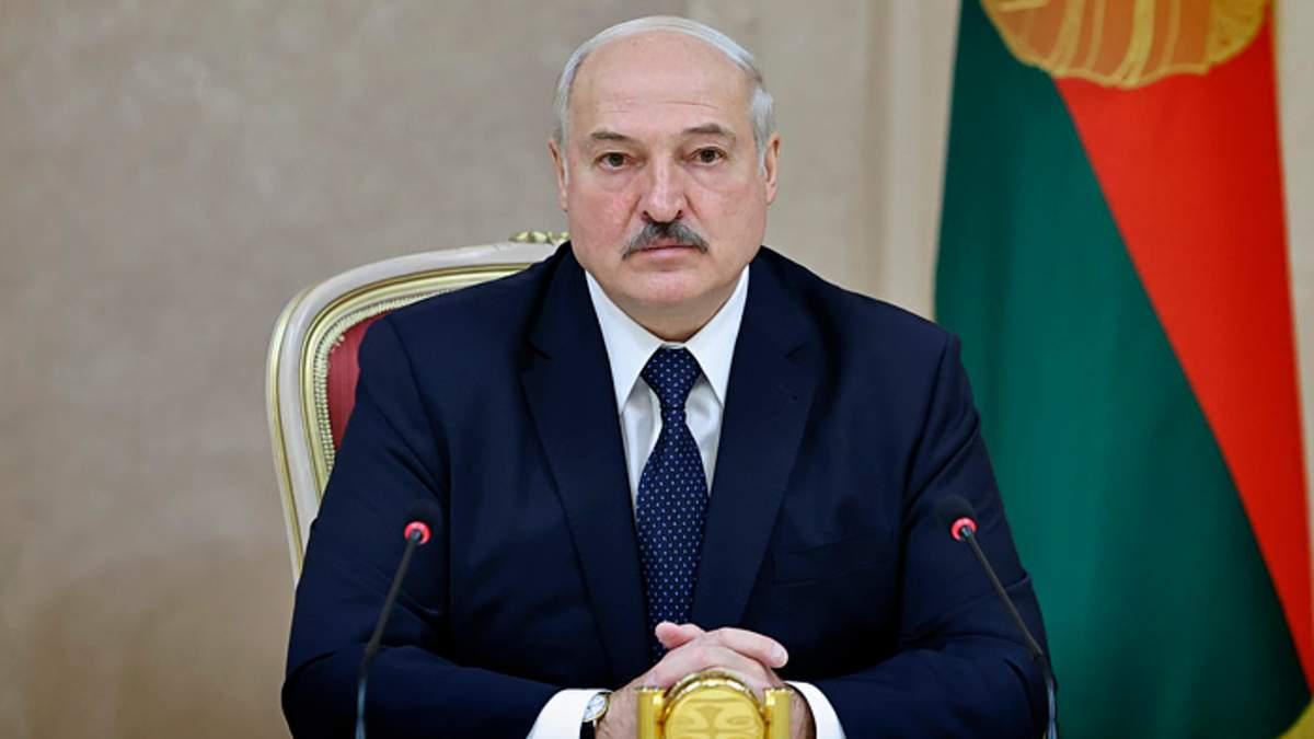Лукашенко заговорил об отставке: какую игру затеял диктатор