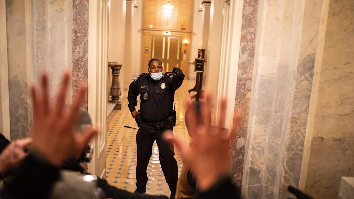 В США наградили полицейского, он защищал Капитолий во время штурма