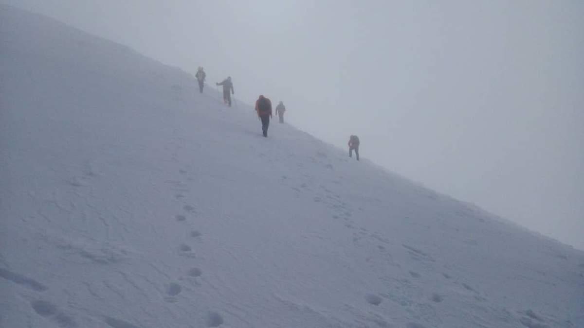 В Карпатах на горе Гемба ищут туриста и привлекли авиацию