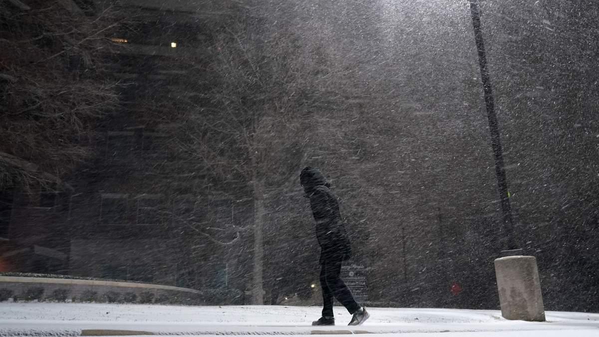 Снігова буря в Техасі: 1000 авіарейсів скасували, будинки без світла