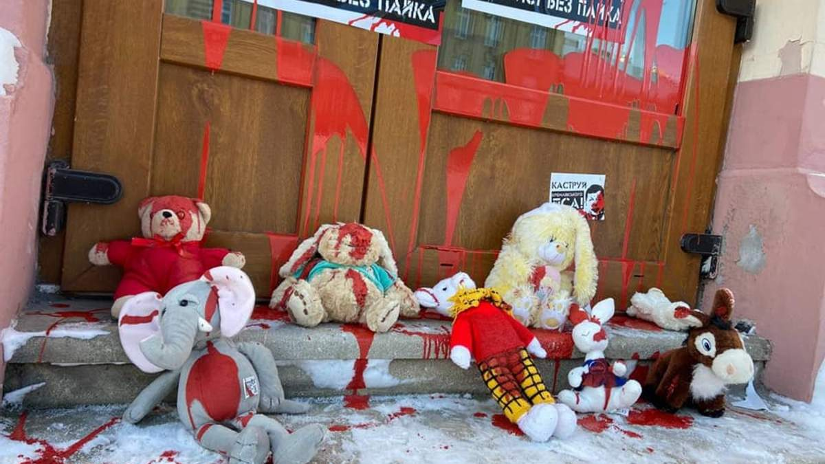 Долой московского казачка: во Львове Нацкорпус пикетировал бизнес Тараса Козака - фото