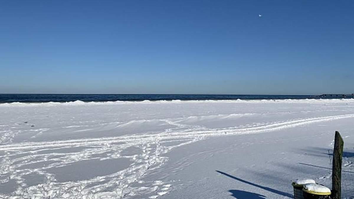 Вперше за багато років: узбережжя Балтійського моря замерзло – відео
