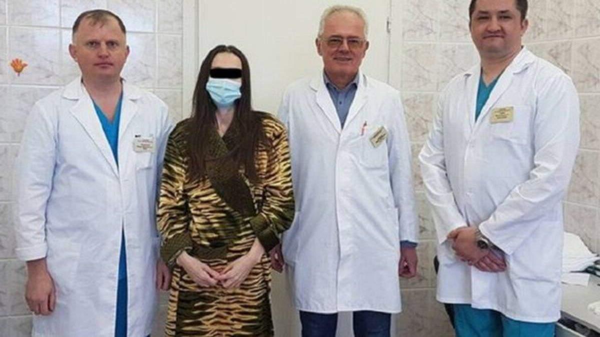 Гигантская опухоль не давала дышать: во Львове онкологи удалили женщине 30-килограммовую липосаркому