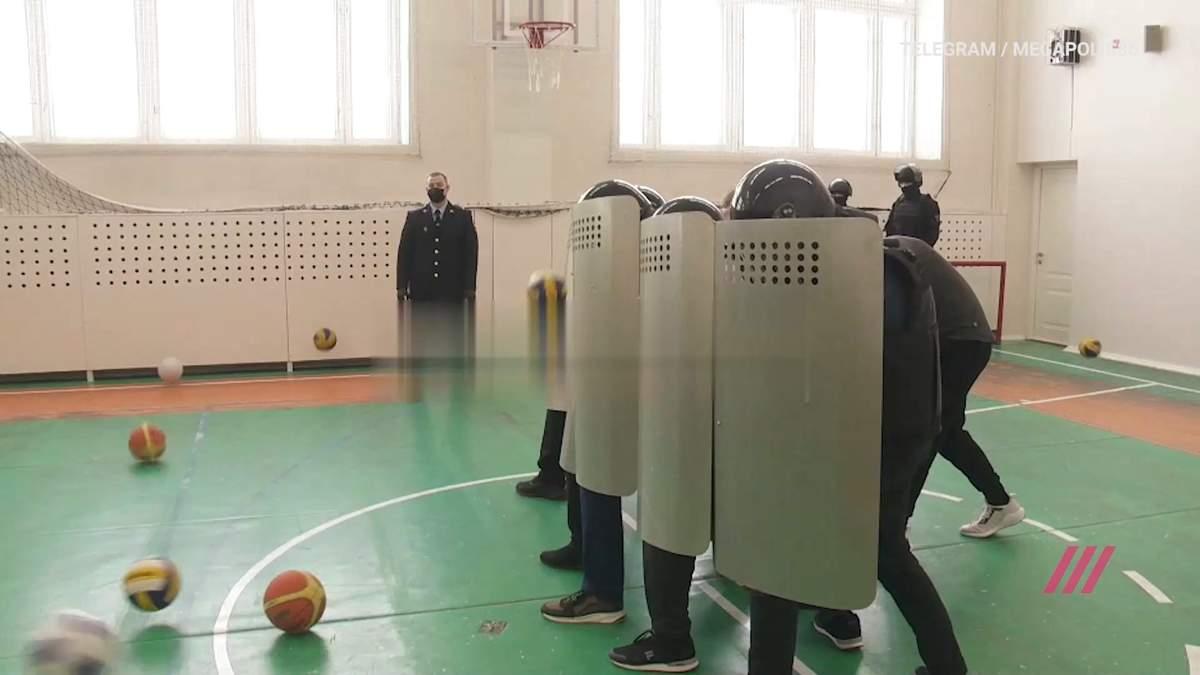 У Росії школярів вчили розганяти вуличні протести: відео