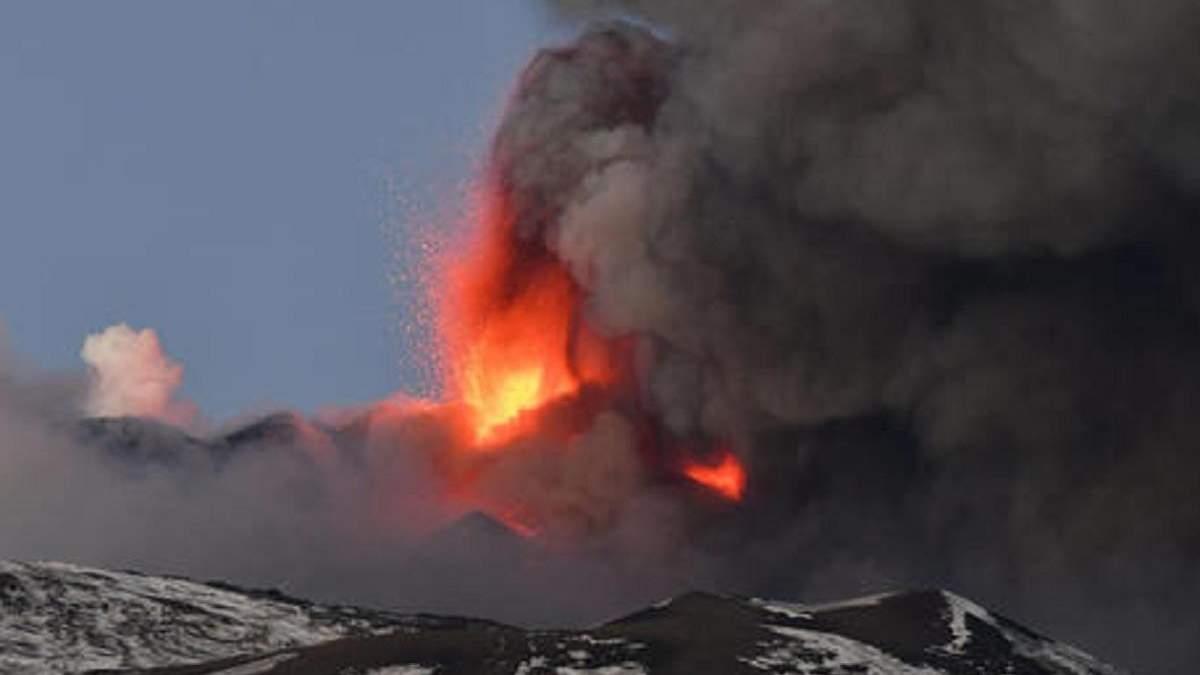 В Італії 16 лютого 2021 прокинувся вулкан Етна – фото, відео