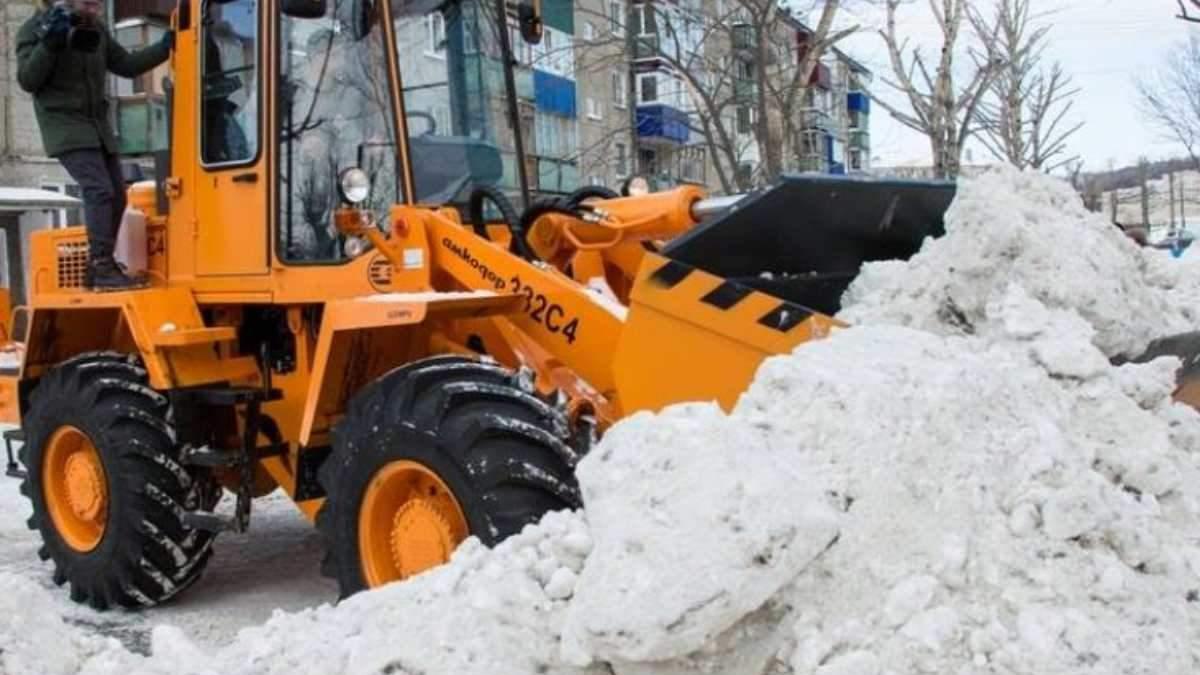Снігопад у Росії: швидка потрапила під снігову лавину - фото, відео