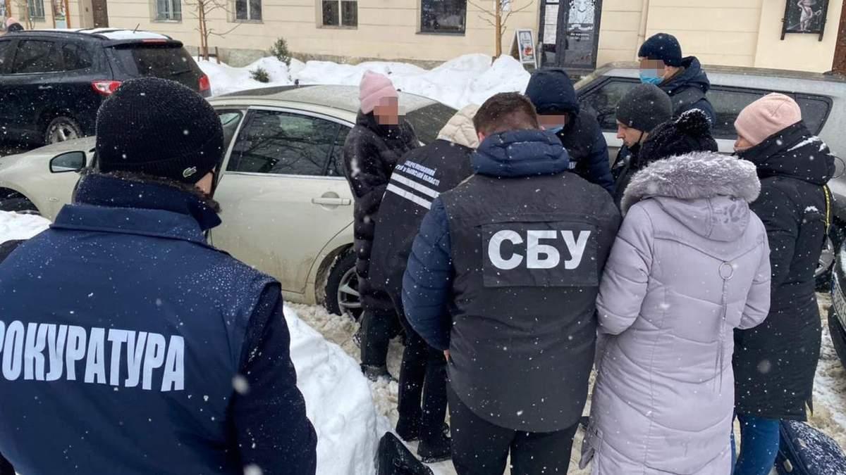 У Львові СБУ затримала на хабарі чиновницю Держпродспоживслужби: фото
