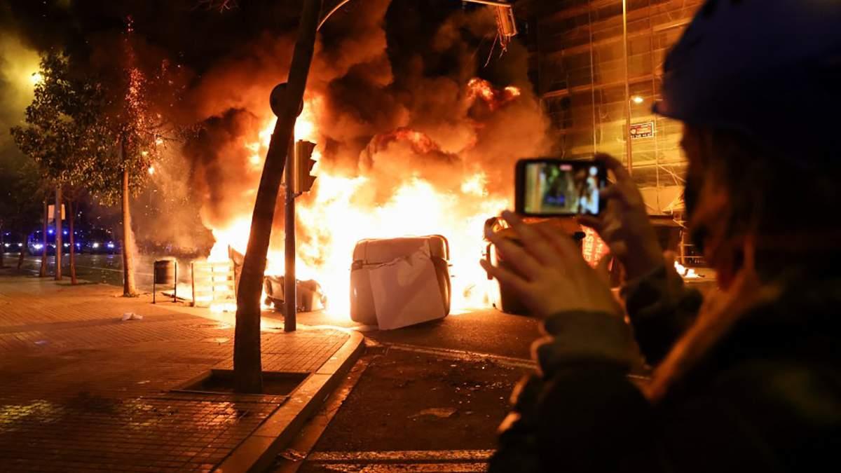 В Испании уже третий день продолжаются протесты фото