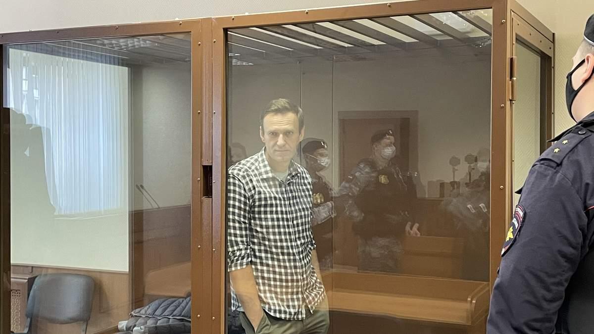Навального все-таки відправлять у колонію: реакція опозиціонера