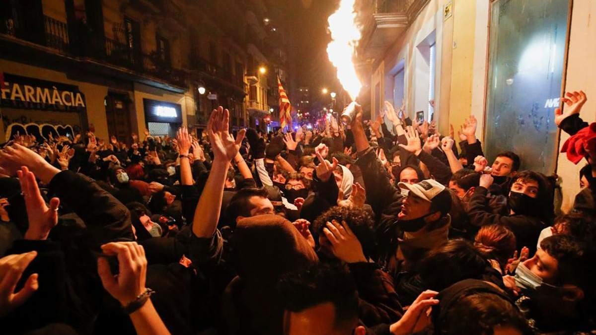 Столкновения в Барселоне продолжаются: хроника 5 ночи