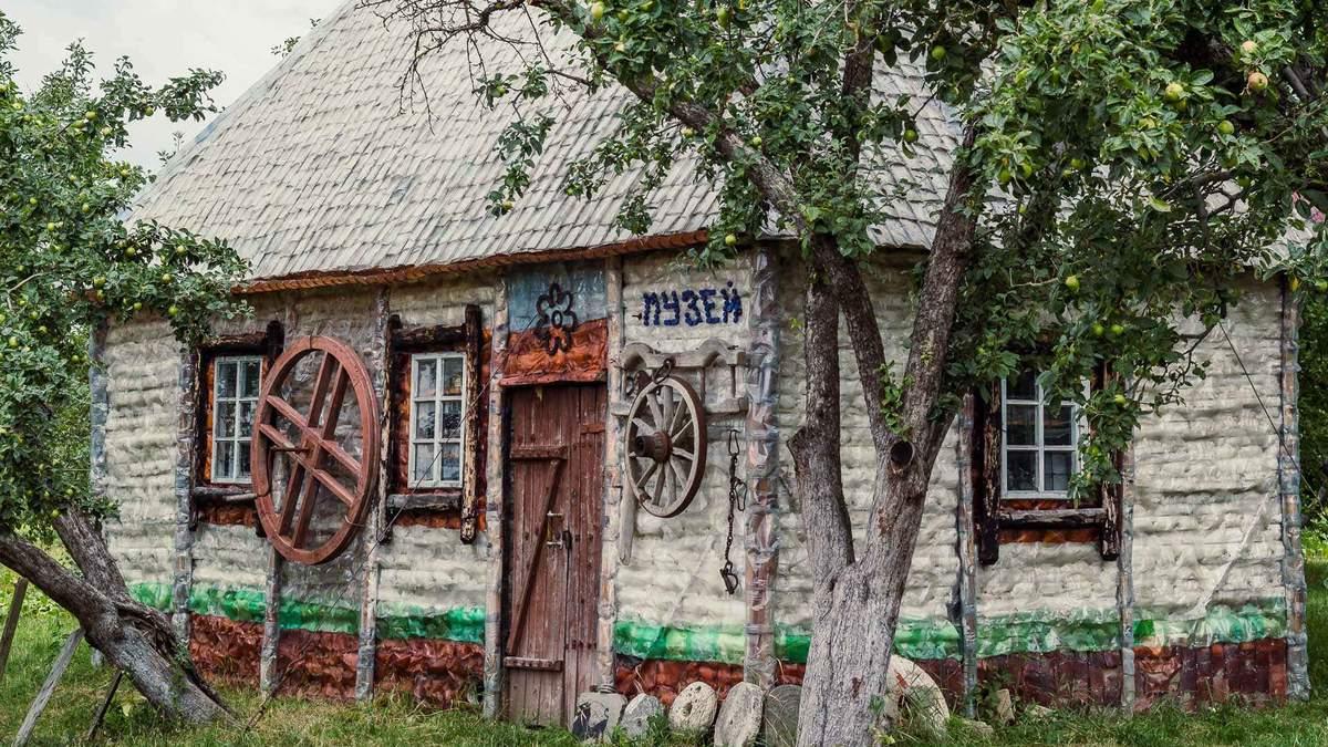 Украинец построил уникальный музей из стеклянных и пластиковых бутылок: фото, видео