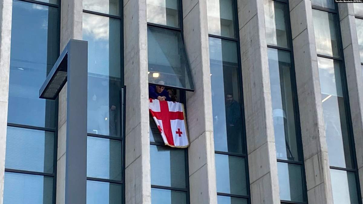 Офис партии Саакашвили в Грузии взяли штурмом: задержали Нику Мелию