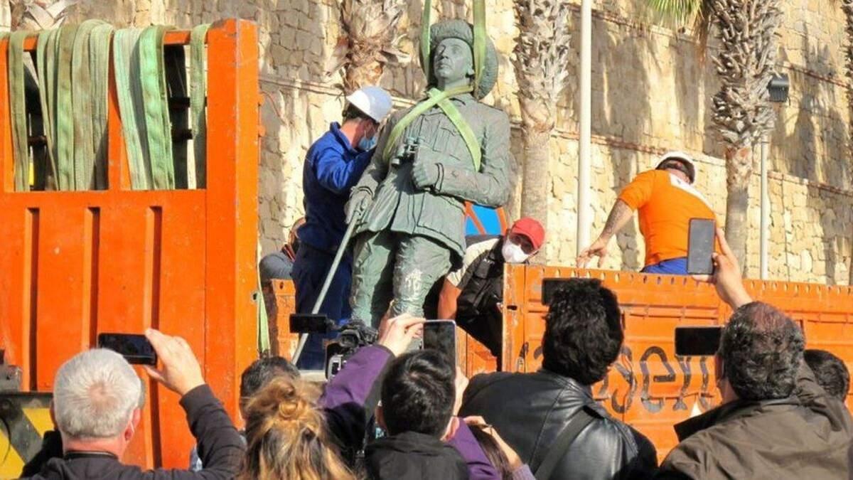 В Іспанії знесли останній пам'ятник диктатору Франко