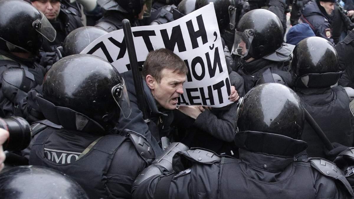 Путин увеличил штрафы за неповиновение силовикам: детали