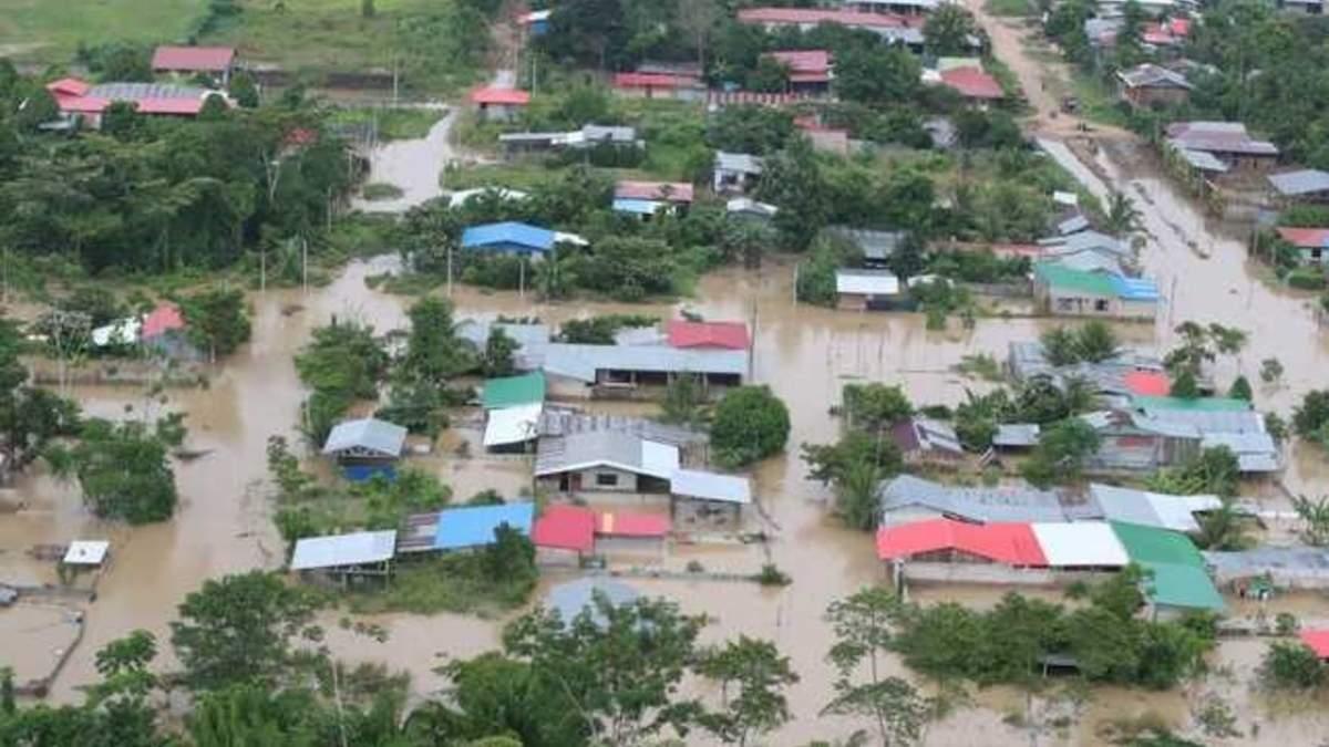 В Перу от наводнения пострадали тысячи домов фото