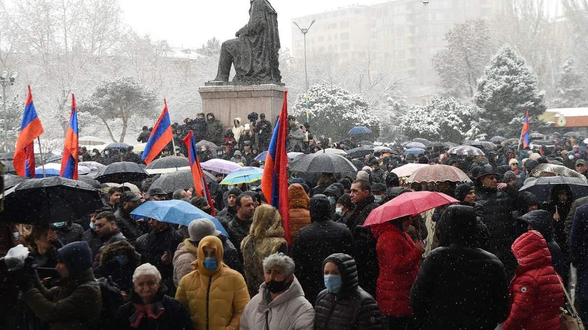 Ситуація у Вірменії загострюється: у Єревані літають винищувачі