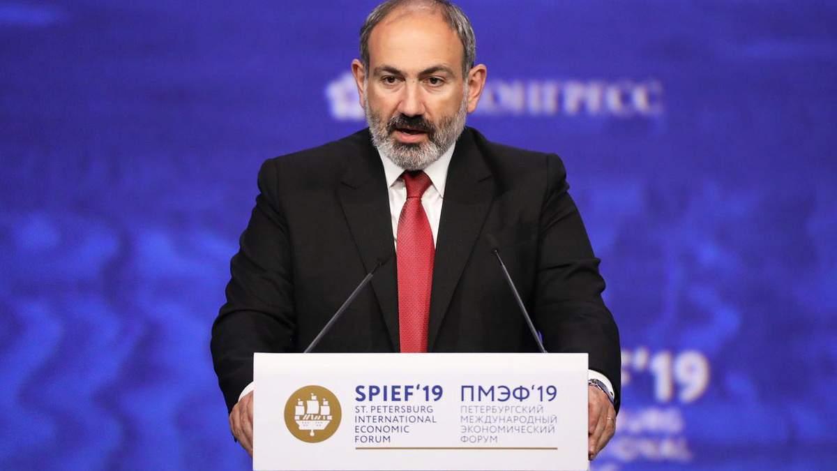 Пашинян заверил, что до сих пор контролирует армию Армении