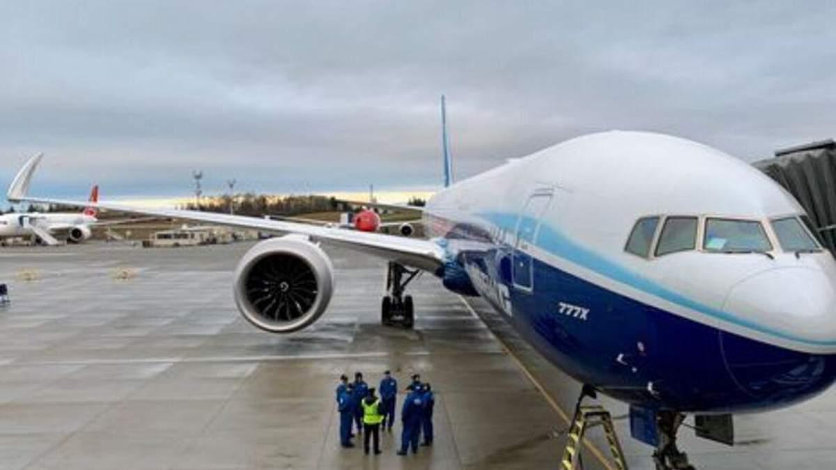 В России Boeing совершил экстренную посадку из-за проблем с двигателем