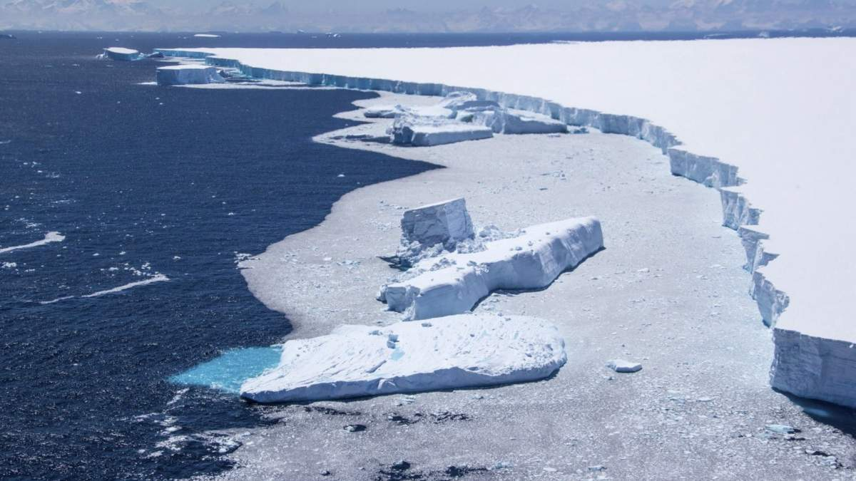 Від льодовика в Антарктиді відколовся айсберг: фото, відео