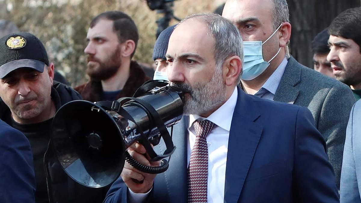 Загострення у Вірменії: Пашинян хоче звільнити главу Генштабу – президент і опозиція його не підтримують