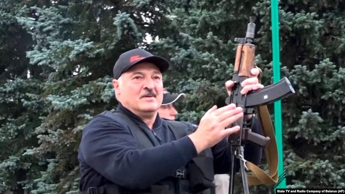 Экономика в руинах, а Лукашенко в бункере: как Литва видит Беларусь