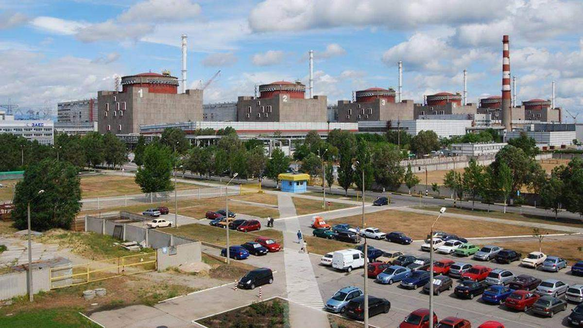 На территории Запорожской АЭС застрелилась военная