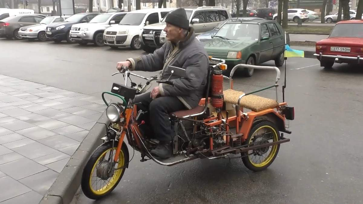 Житель Черкасс собственноручно создал мотоцикл из старых деталей