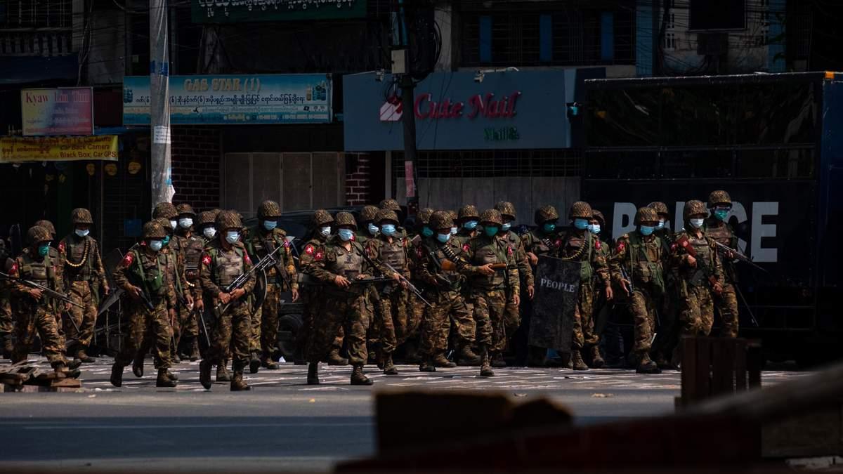 ЄС відреагував на військові репресії у М'янмі