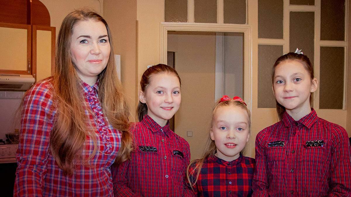Анастасия с тремя дочерьми