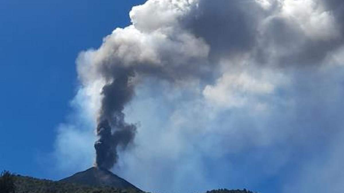 У Гватемалі почав виверження вулкан Пакая: вражаюче відео