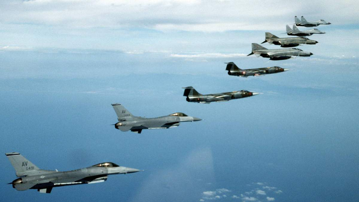 НАТО у Крыма Россия пригрозила сбивать самолеты